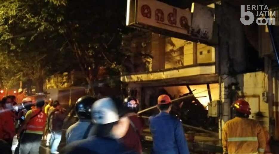 Mobil PMK Diterjunkan Padamkan Api di Mojokerto